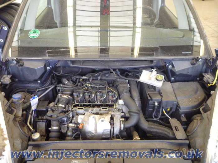 Injector removal from Citroen C4 Picasso with